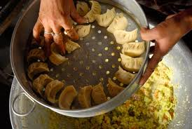 keeping the momos on steamer tray