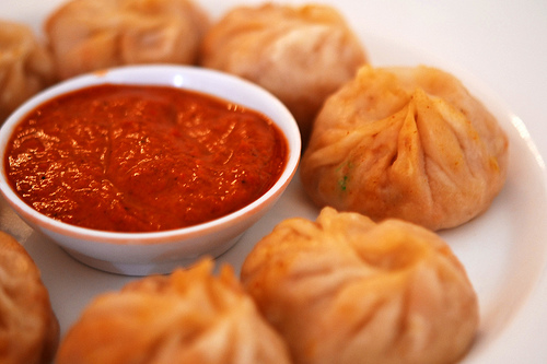 momos with sauce