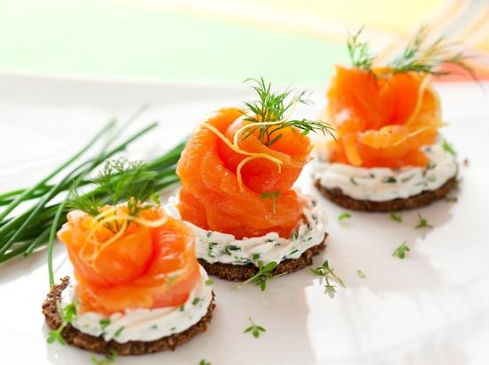 Salmon blini